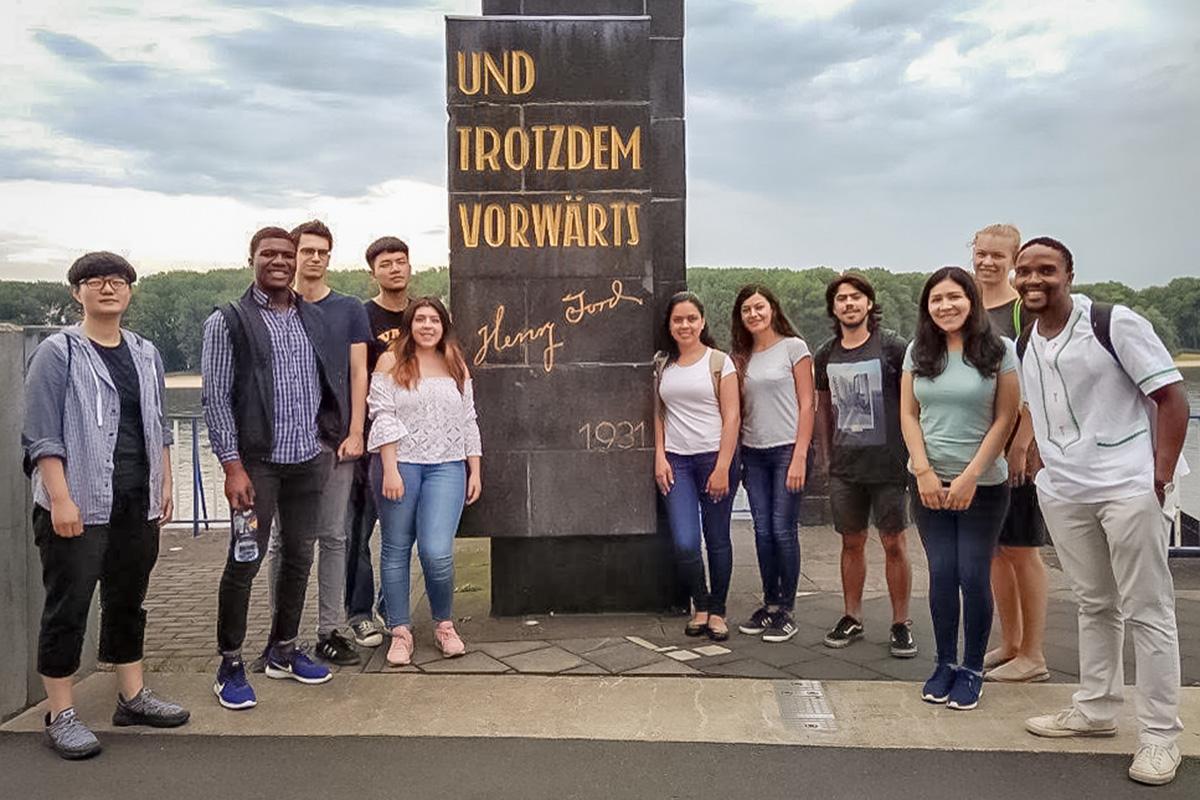 1 / 4 - Realizan estancia en la Universidad de Colonia, Alemania