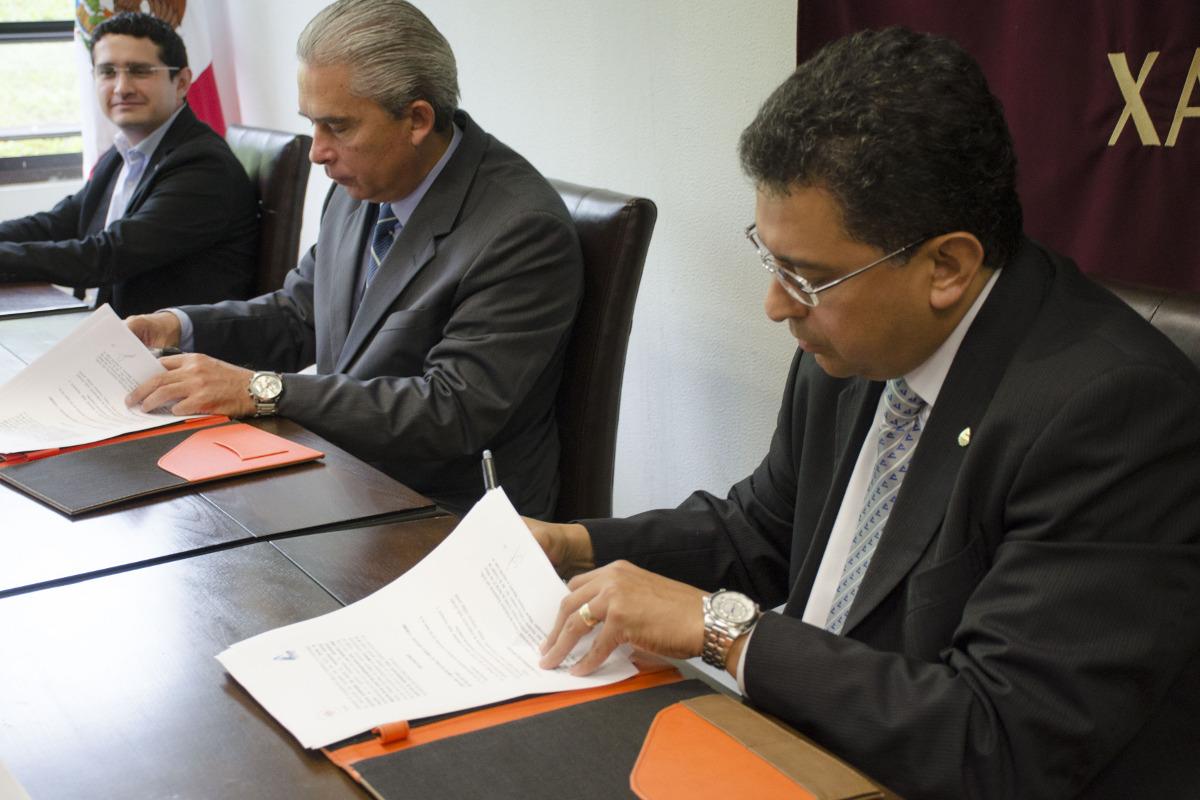 3 / 4 - Firma de convenio de colaboración con CANACO SERVYTUR Xalapa