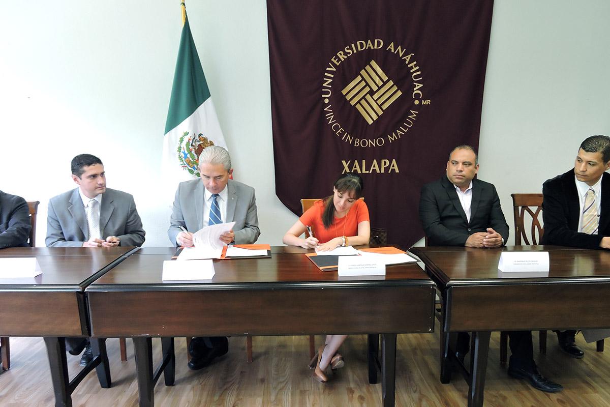 3 / 4 - Se firma convenio con Rotoplas, empresa internacional de origen mexicano