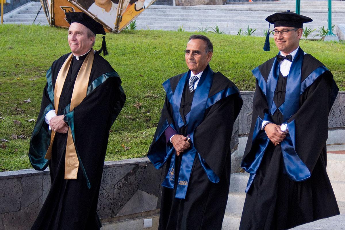 2 / 11 - La UAX otorga el primer Doctorado Honoris Causa al Excmo. Sr. Alfredo Chedraui Obeso
