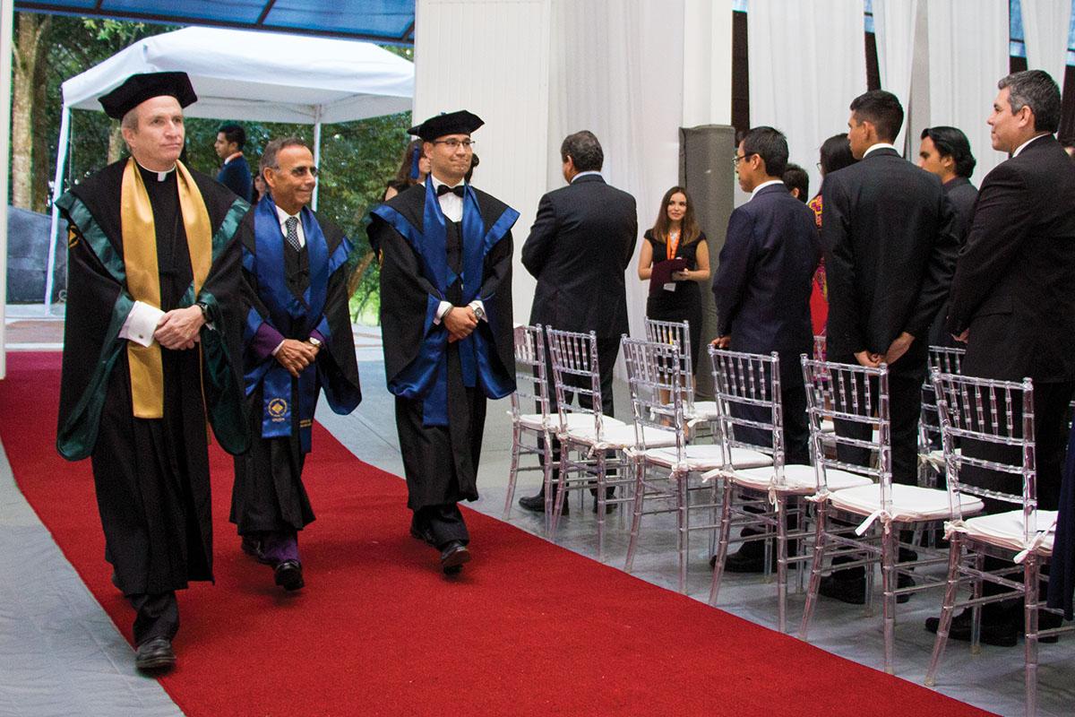 3 / 11 - La UAX otorga el primer Doctorado Honoris Causa al Excmo. Sr. Alfredo Chedraui Obeso