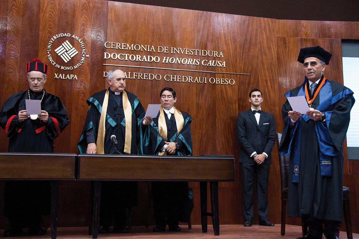 7 / 11 - La UAX otorga el primer Doctorado Honoris Causa al Excmo. Sr. Alfredo Chedraui Obeso