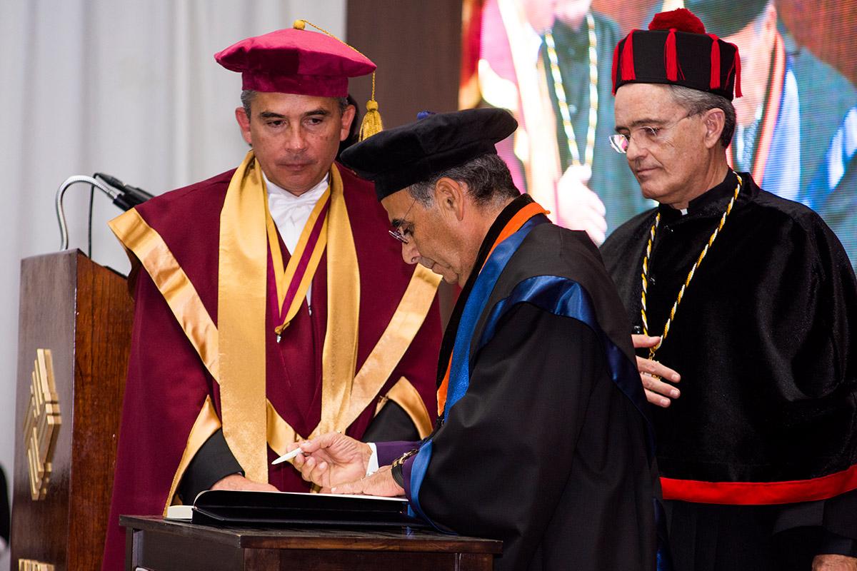 8 / 11 - La UAX otorga el primer Doctorado Honoris Causa al Excmo. Sr. Alfredo Chedraui Obeso