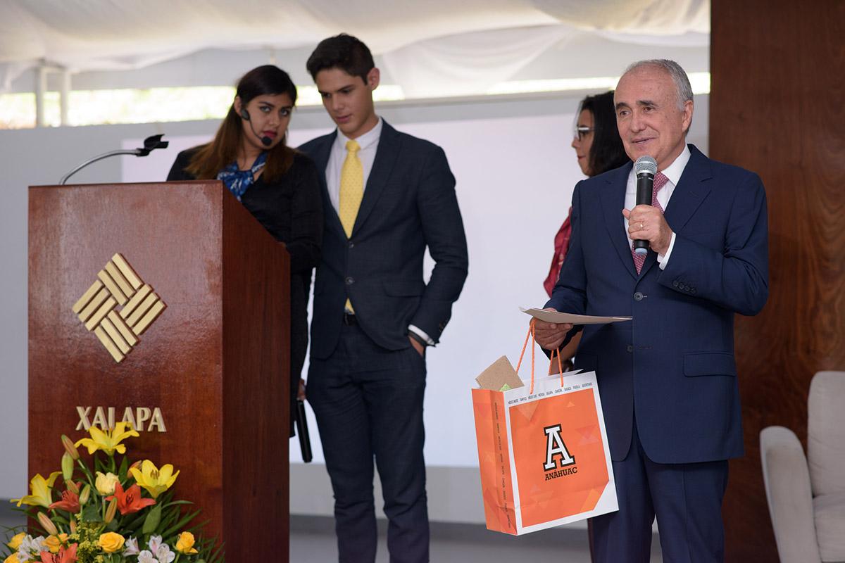 16 / 16 - Pedro Ferriz de Con imparte conferencia en la Anáhuac Xalapa