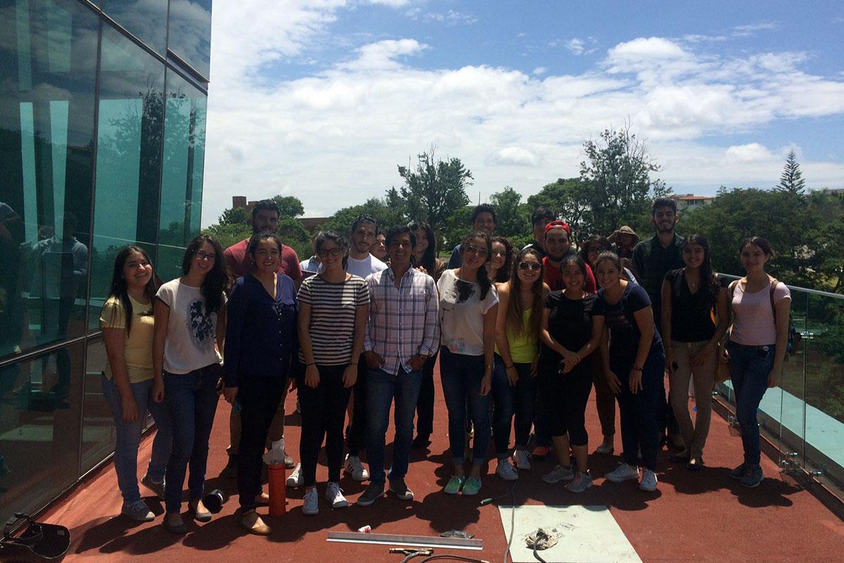 1 / 4 - Visitan alumnos de Arquitectura edificación de Torre JV