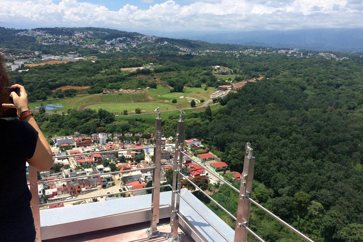 2 / 4 - Visitan alumnos de Arquitectura edificación de Torre JV