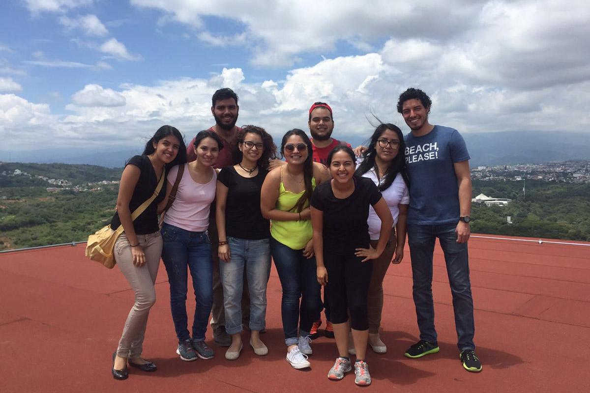 4 / 4 - Visitan alumnos de Arquitectura edificación de Torre JV