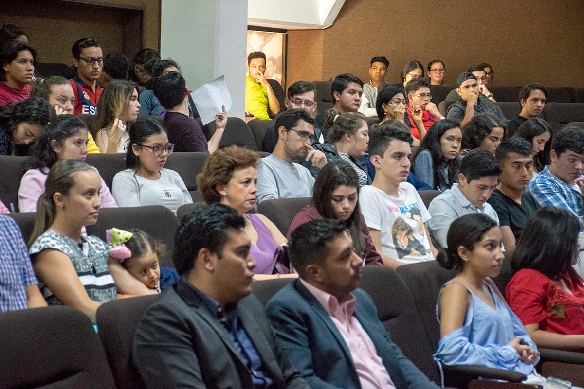 3 / 7 - Alumnos de nuevo ingreso de la Escuela de Economía y Negocios.