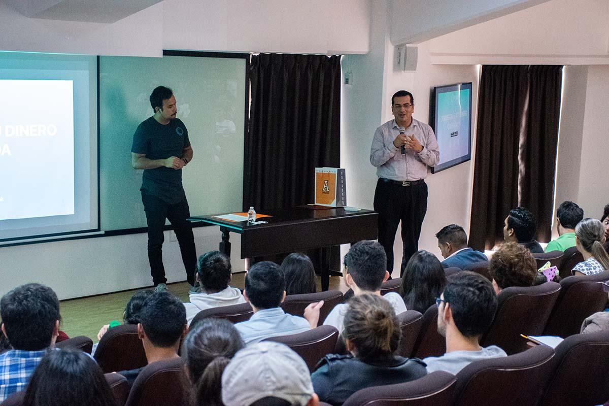 4 / 7 - Sergio Jiménez Amozorrutia y Omar Torres Fernández, director de Innova Anáhuac.