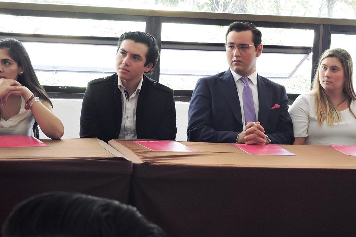 4 / 10 - Integrantes de Grupo Vértice.