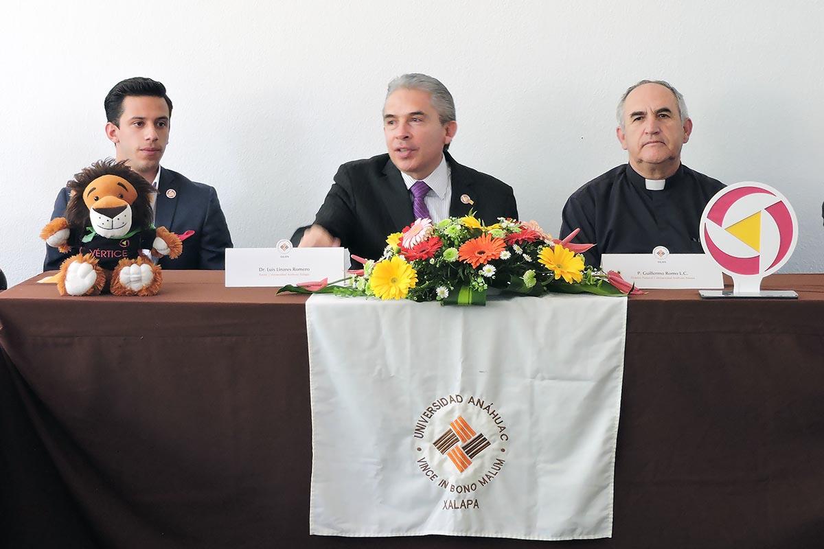 10 / 10 - Rector Dr. Luis Linares Romero y P. Guillermo Romo L.C., director de Formación Integral.