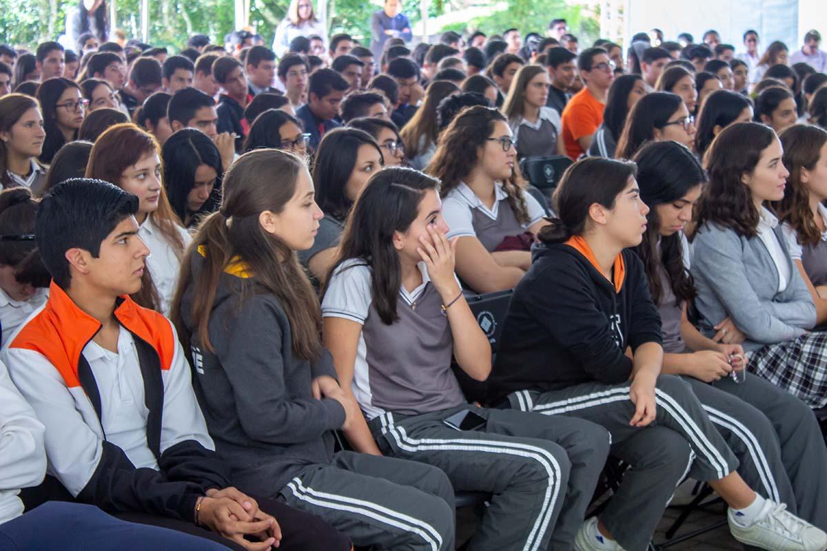 Alumnos de Prepa Anáhuac participan en el taller y conferencias.