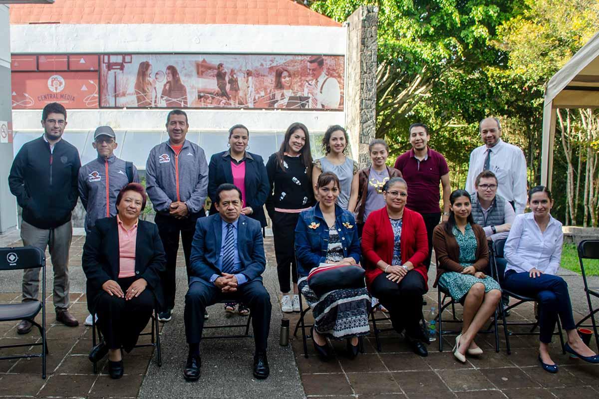 Profesores, personal y autoridades de la Preparatoria Anáhuac.