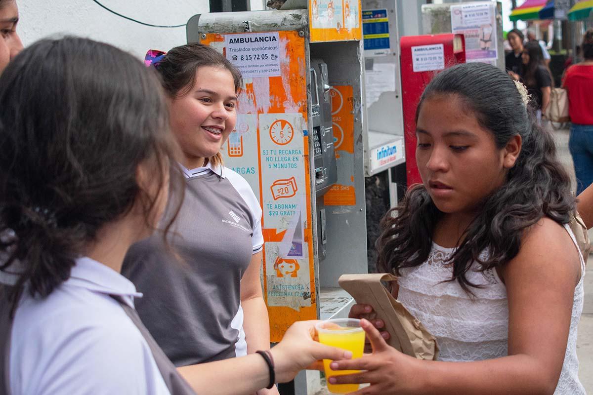 9 / 10 - Los alumnos de Prepa Anáhuac fueron parte integral en la distribución.