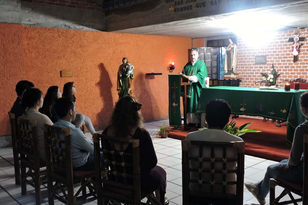2 / 3 - Celebración Eucarística presidida por el P. Guillermo Romo L.C.
