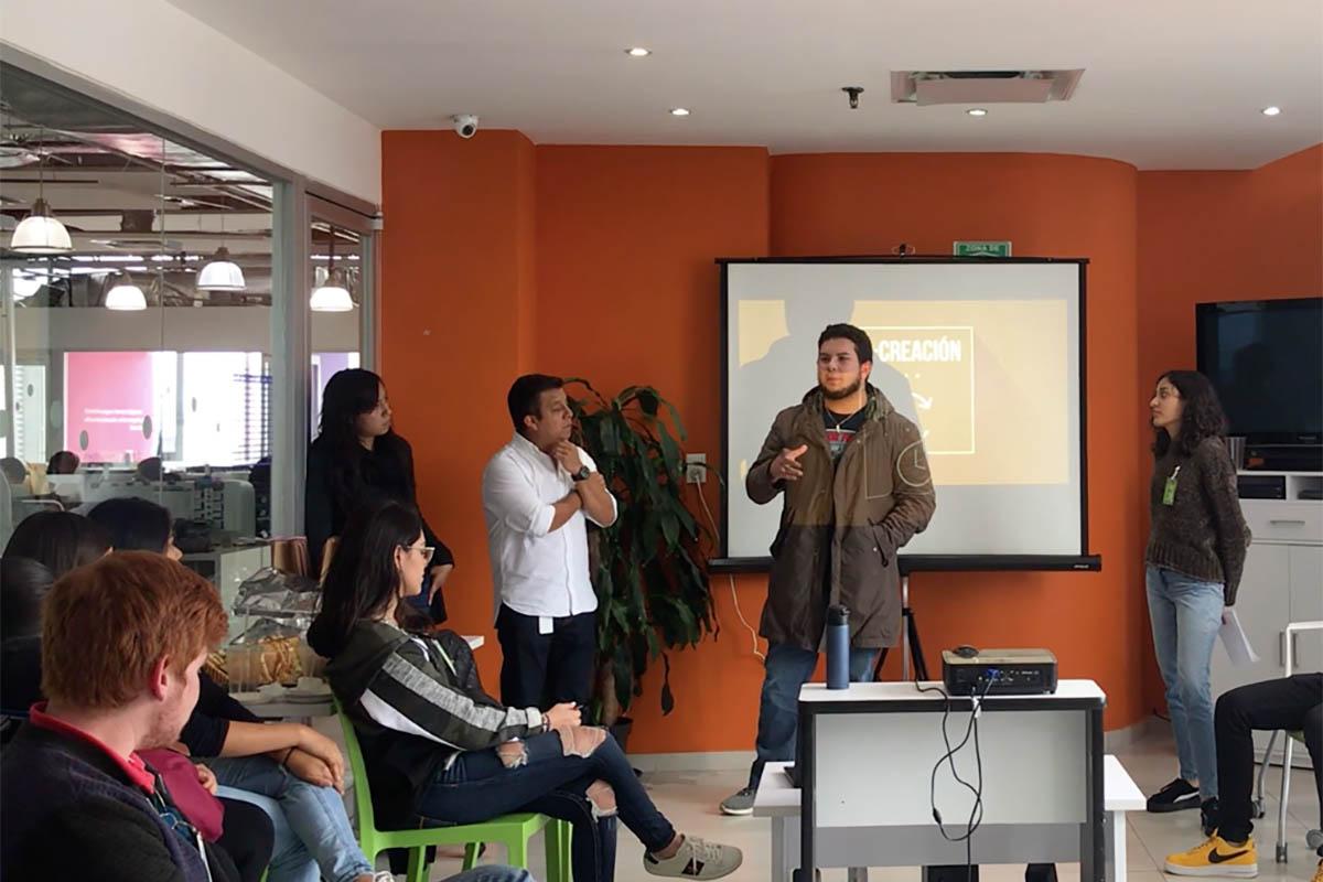 1 / 3 - Trabajo colaborativo para brindar soluciones a problemáticas de clientes.
