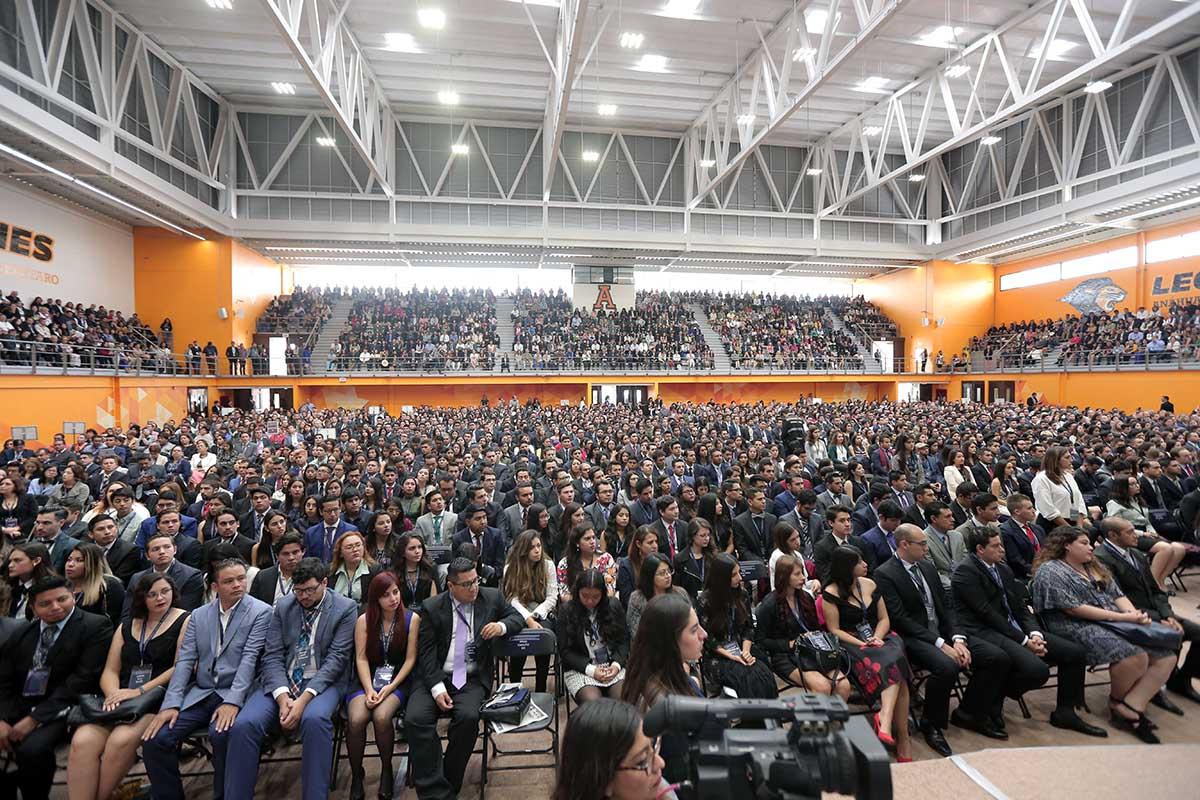 1 / 5 - 1,500 alumnos galardonados con el premio CENEVAL.