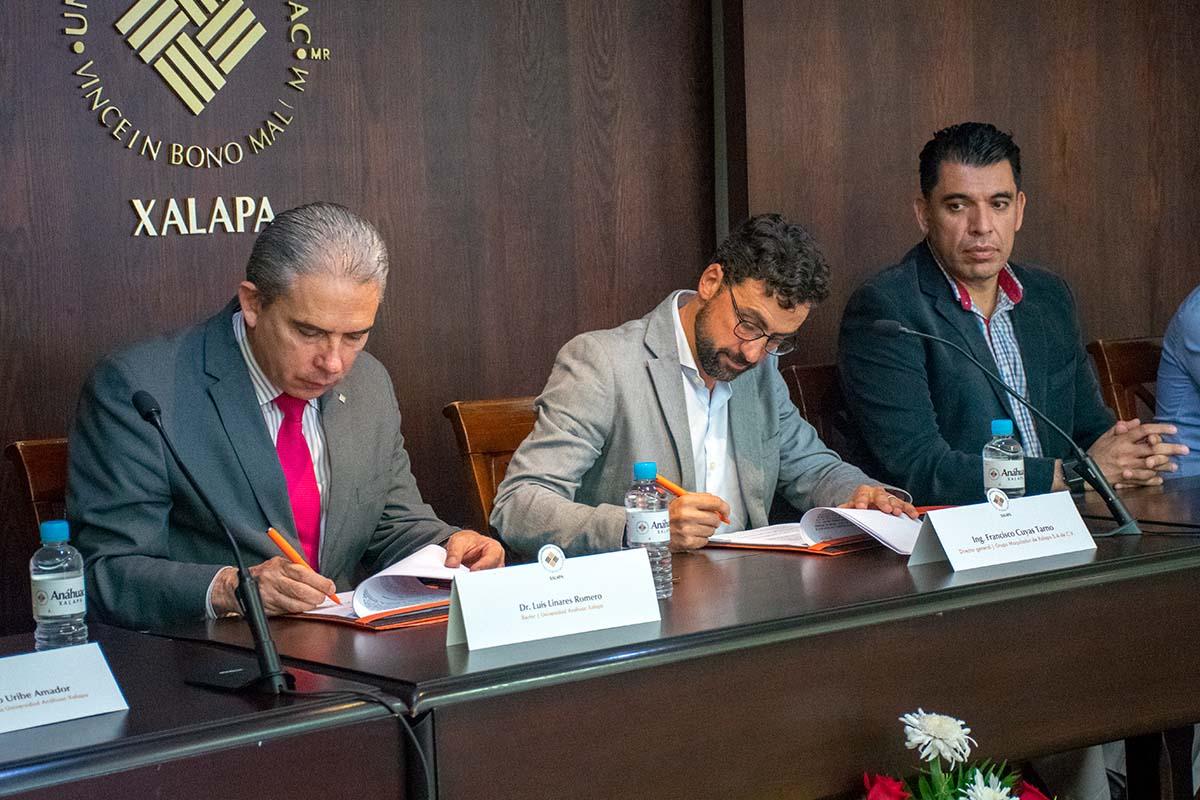 Firma del convenio de colaboración con GRUMAX.