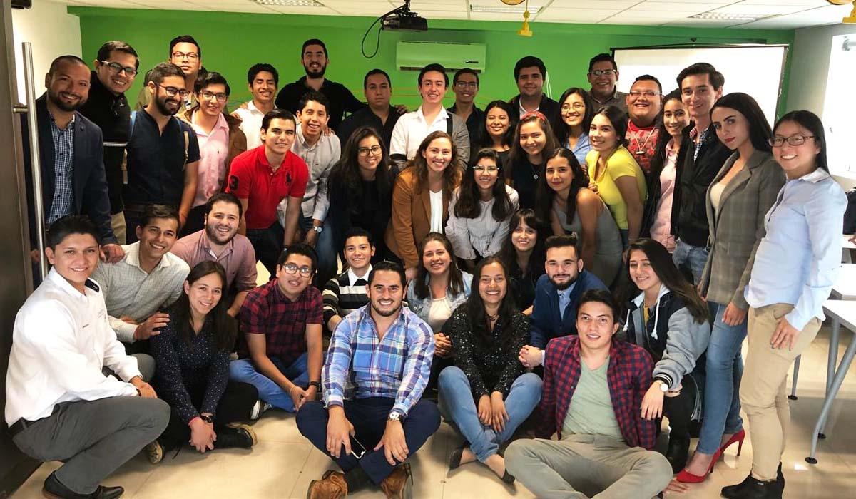 1 / 3 - Quince destacados alumnos Anáhuac asumieron el reto.