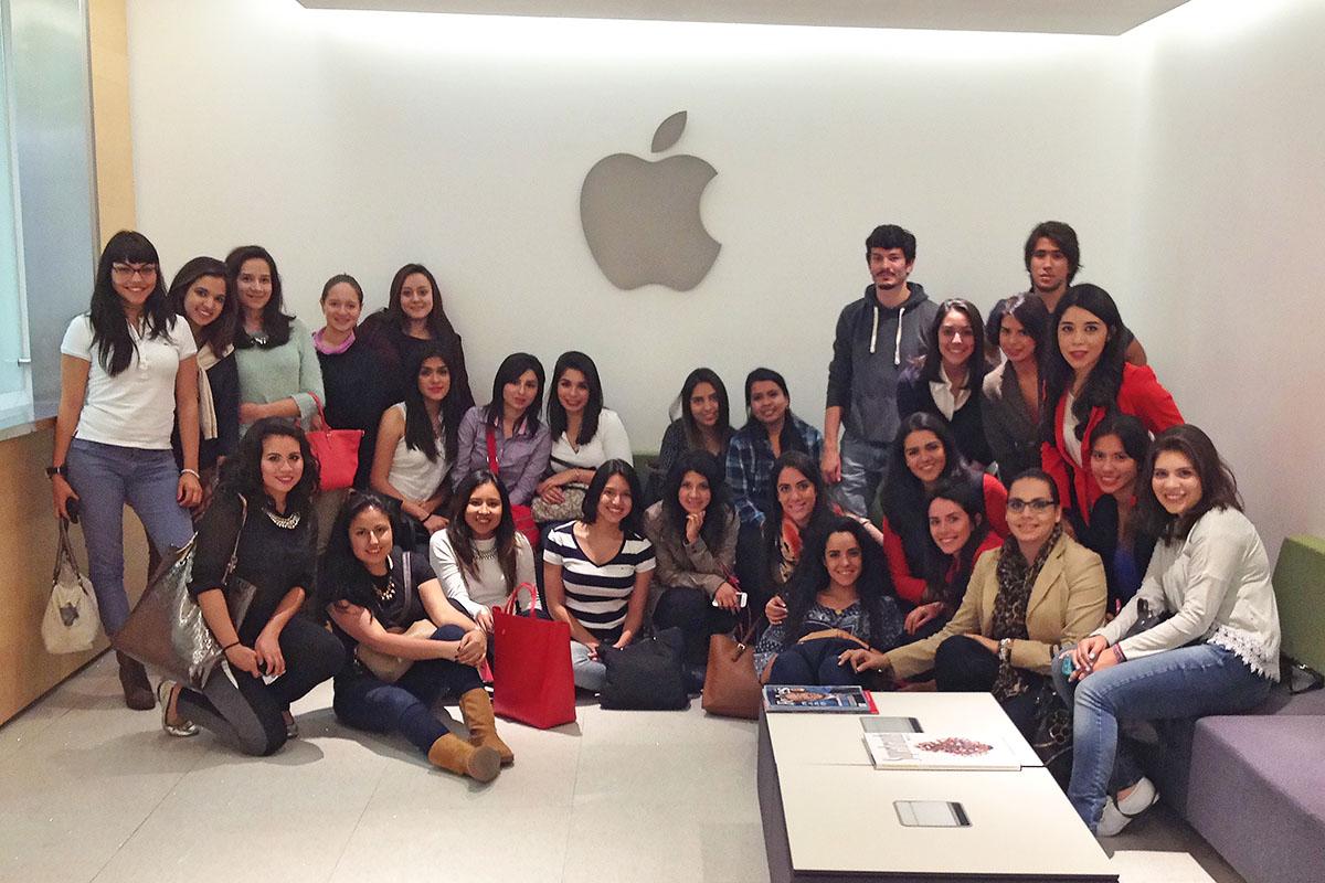 7 / 34 - Visita en 2015 a las instalaciones de Apple México.