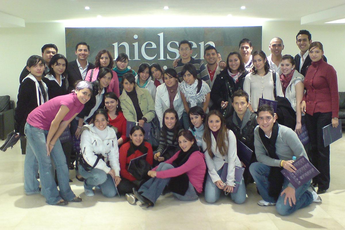 15 / 34 - Visita en 2008 a la agencia Nielsen, líder global en información y medición.