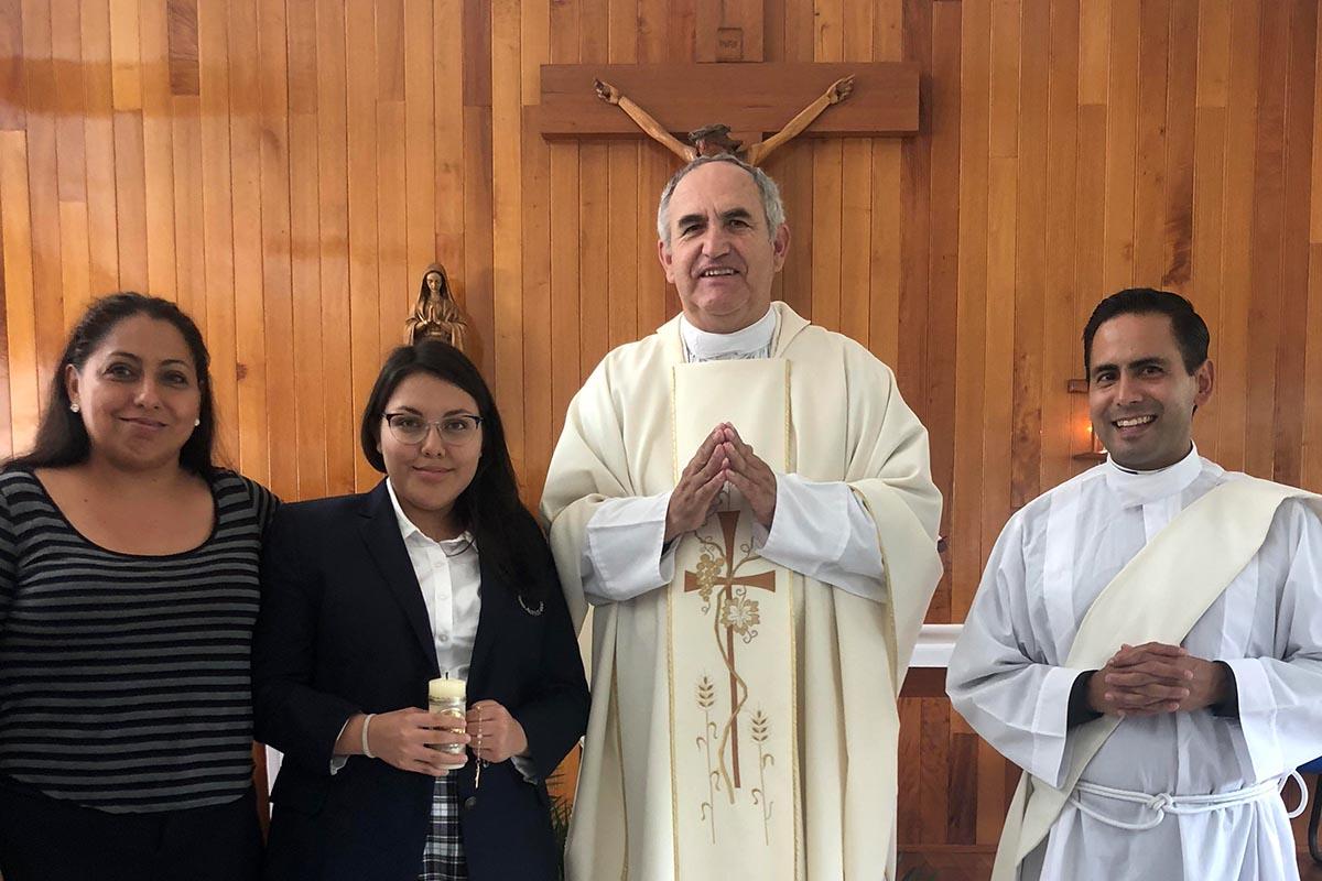 8 / 9 - Recibieron la Primera Comunión cinco alumnos de Bachillerato