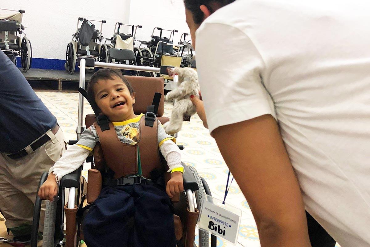 11 / 11 - Se entregaron doscientas sesenta sillas de ruedas.