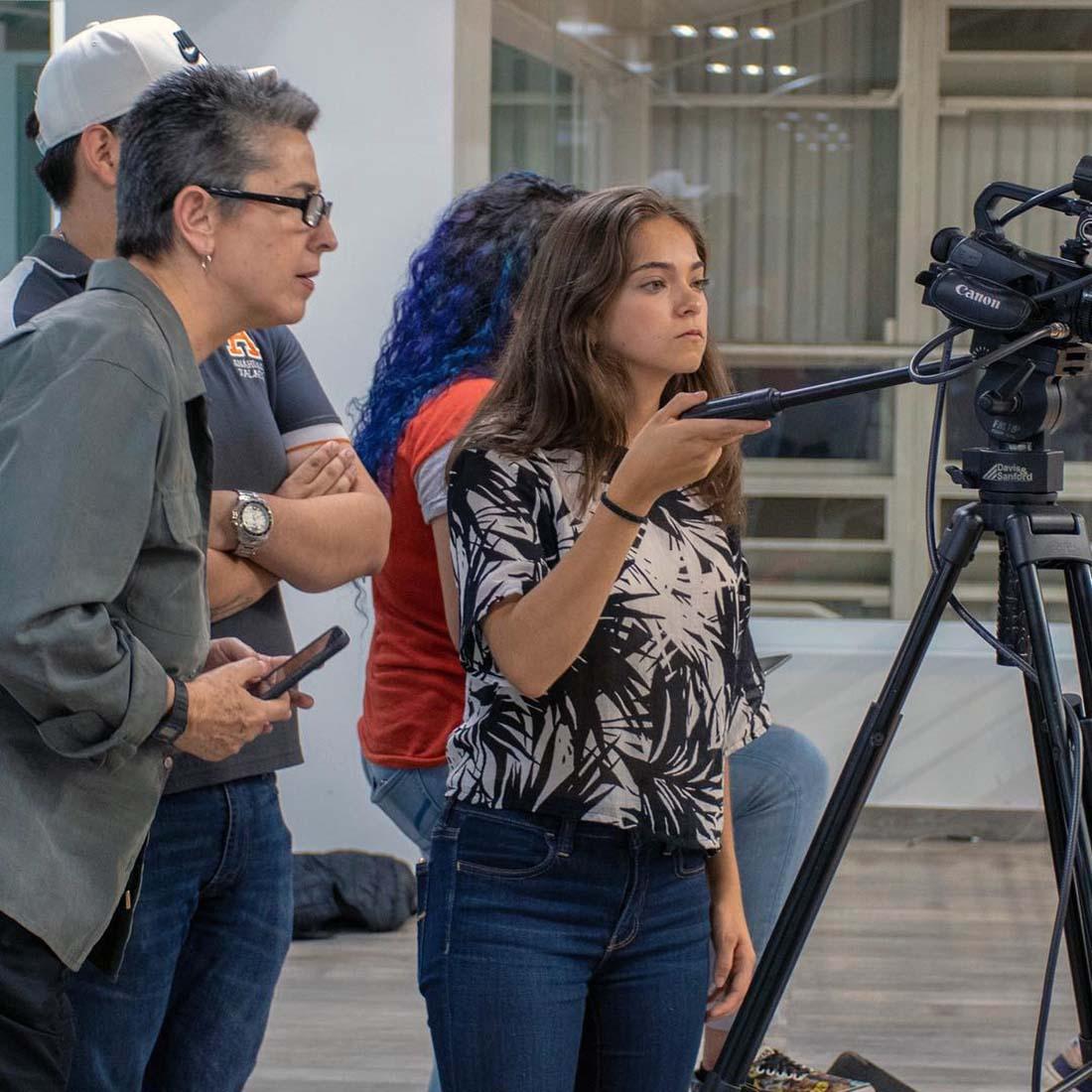 3 / 6 - Alumnos de la Escuela de Comunicación transmiten en vivo los partidos de ABE