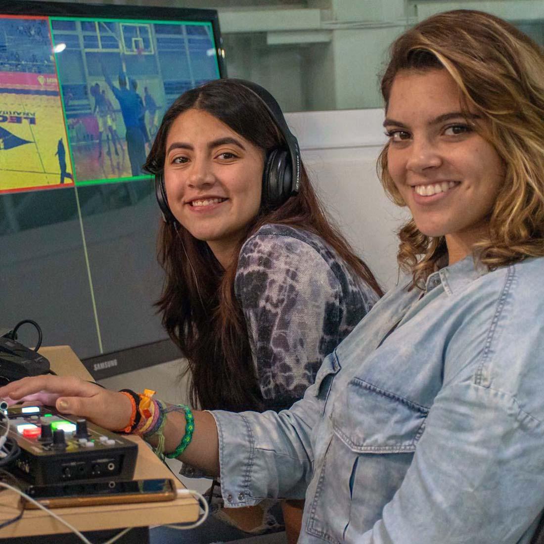 5 / 6 - Alumnos de la Escuela de Comunicación transmiten en vivo los partidos de ABE