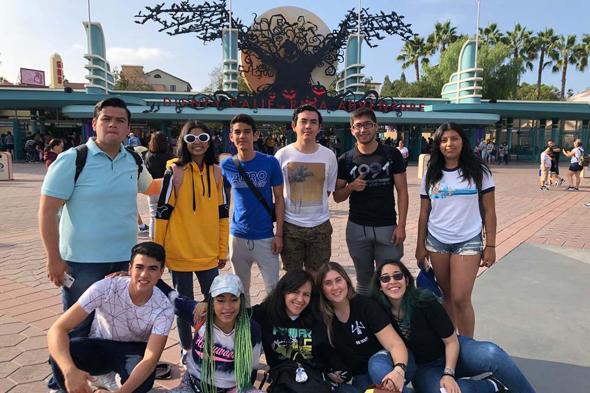 1 / 4 - Visita a Disneyland, Disney California Adventure y Estudios Universal.