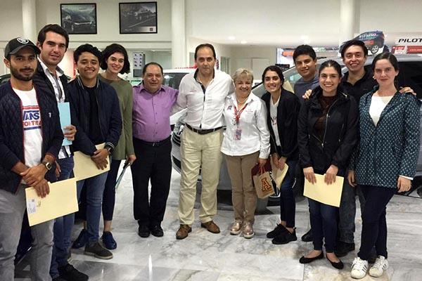 Alumnos de Dirección y Administración de Empresas realiza visita académica a la agencia Honda Xalapa