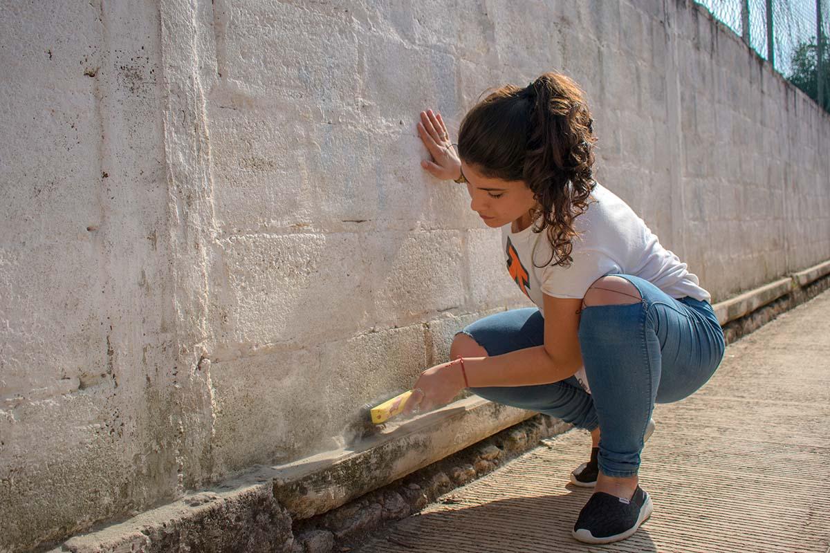 2 / 6 - Dignificar espacios públicos, como escuelas, con limpieza y pintura.