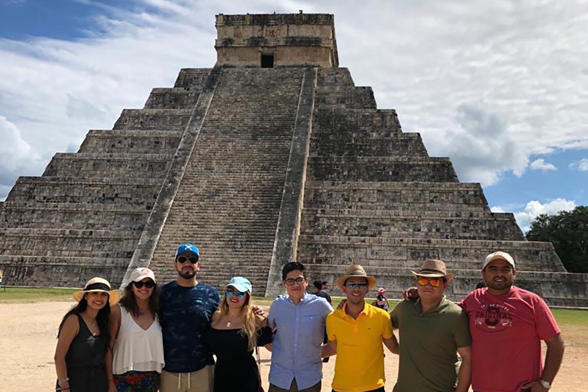 8 / 8 - Recorrido por la zona arqueológica de Chichén Itzá.