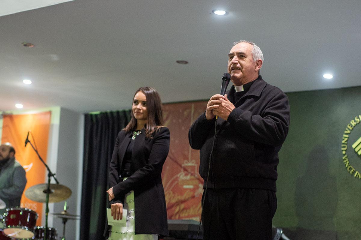 28 / 29 - Brindis Navideño de Egresados 2018 Back to the Beginning