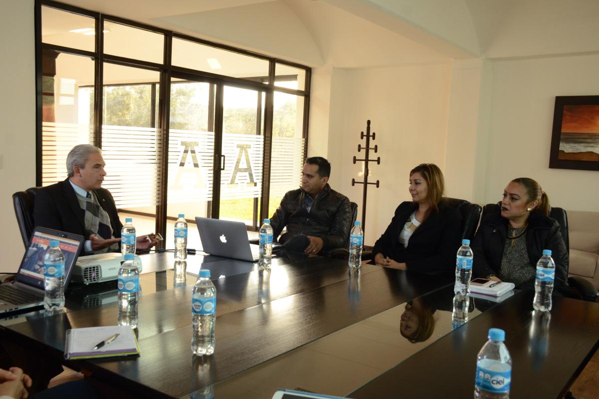 2 / 4 - El productor y cineasta Adolfo Franco visita la UAX