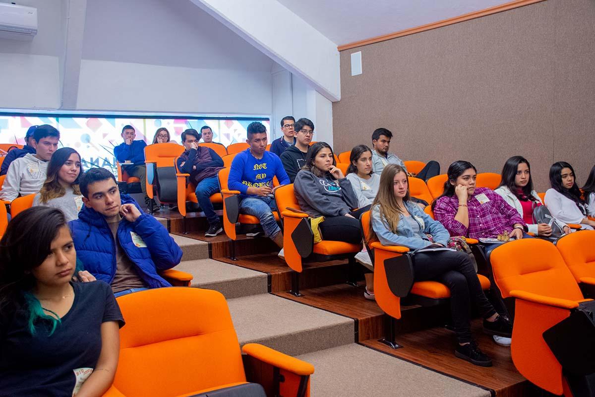 2 / 13 - Calurosa Bienvenida a Estudiantes que se integran en este Invierno