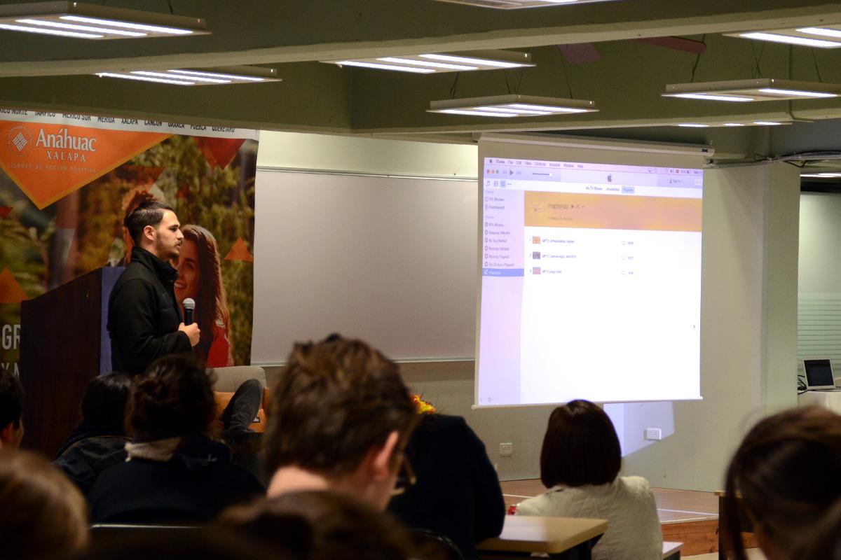 2 / 3 - El cineasta Adolfo Franco presentó la campaña MePrendo.TV