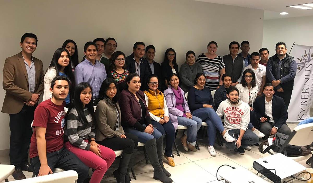 Participantes del taller en las oficinas de COPARMEX Xalapa.