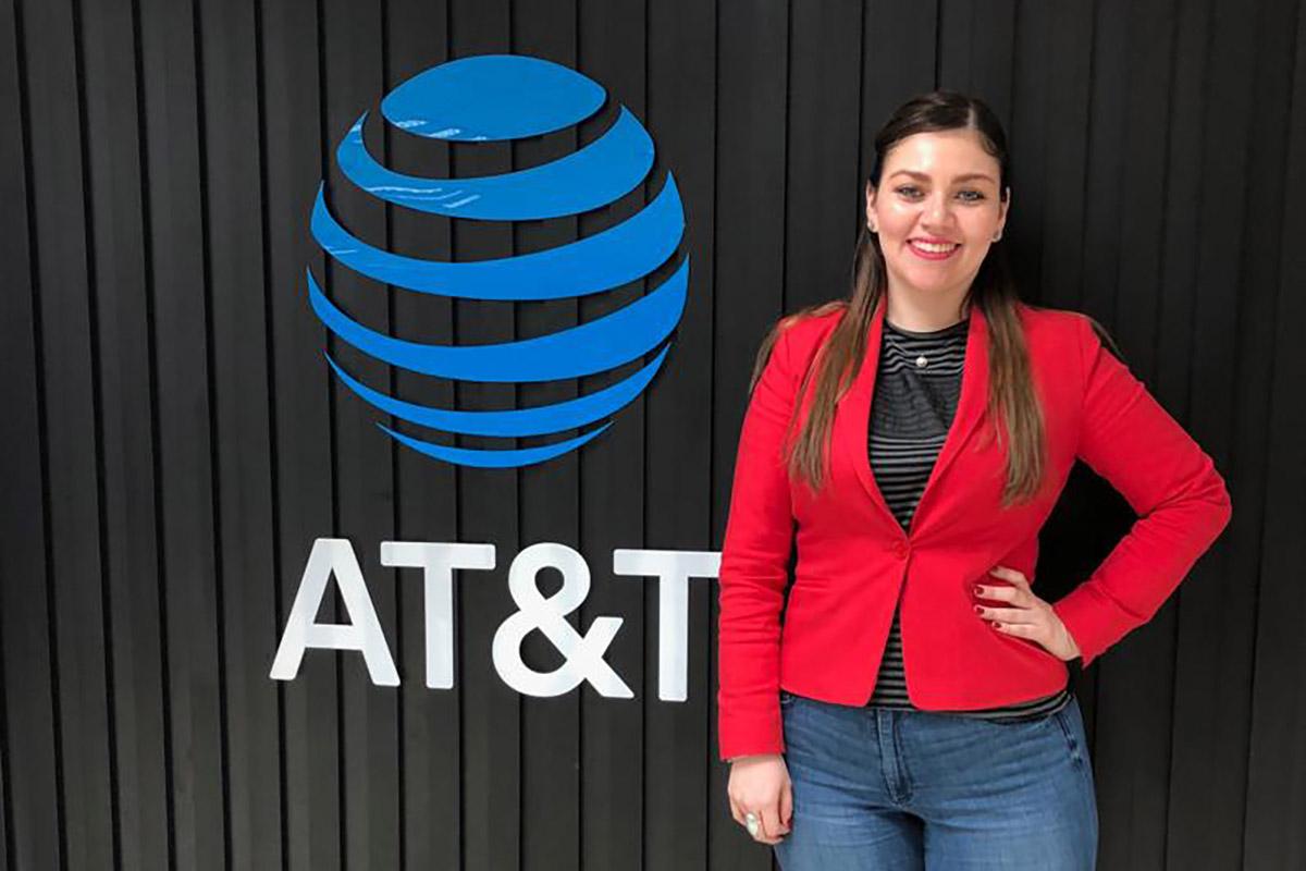 34 / 34 - Alelí Pavón Pérez, Gerente en AT&T