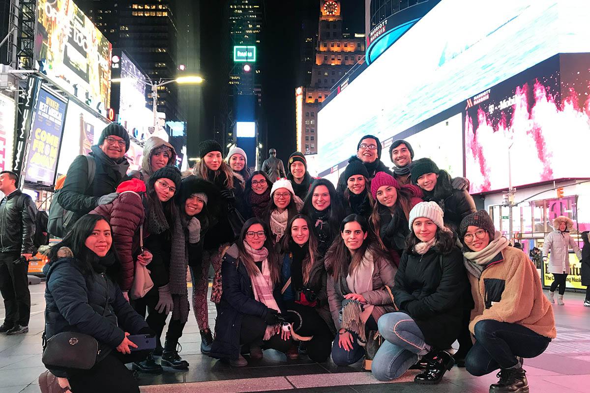 2 / 14 - Viaje Académico Internacional de Alumnos de Diseño Gráfico a Nueva York