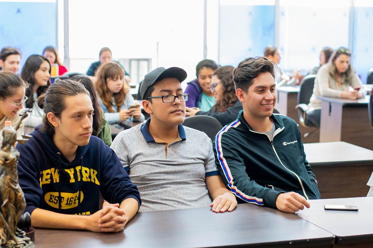 2 / 5 - Alumnos de los programas académicos de Arte y Diseño.