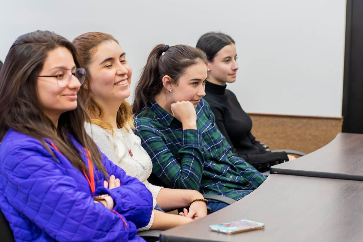 3 / 5 - Alumnas de los programas académicos de Arte y Diseño.
