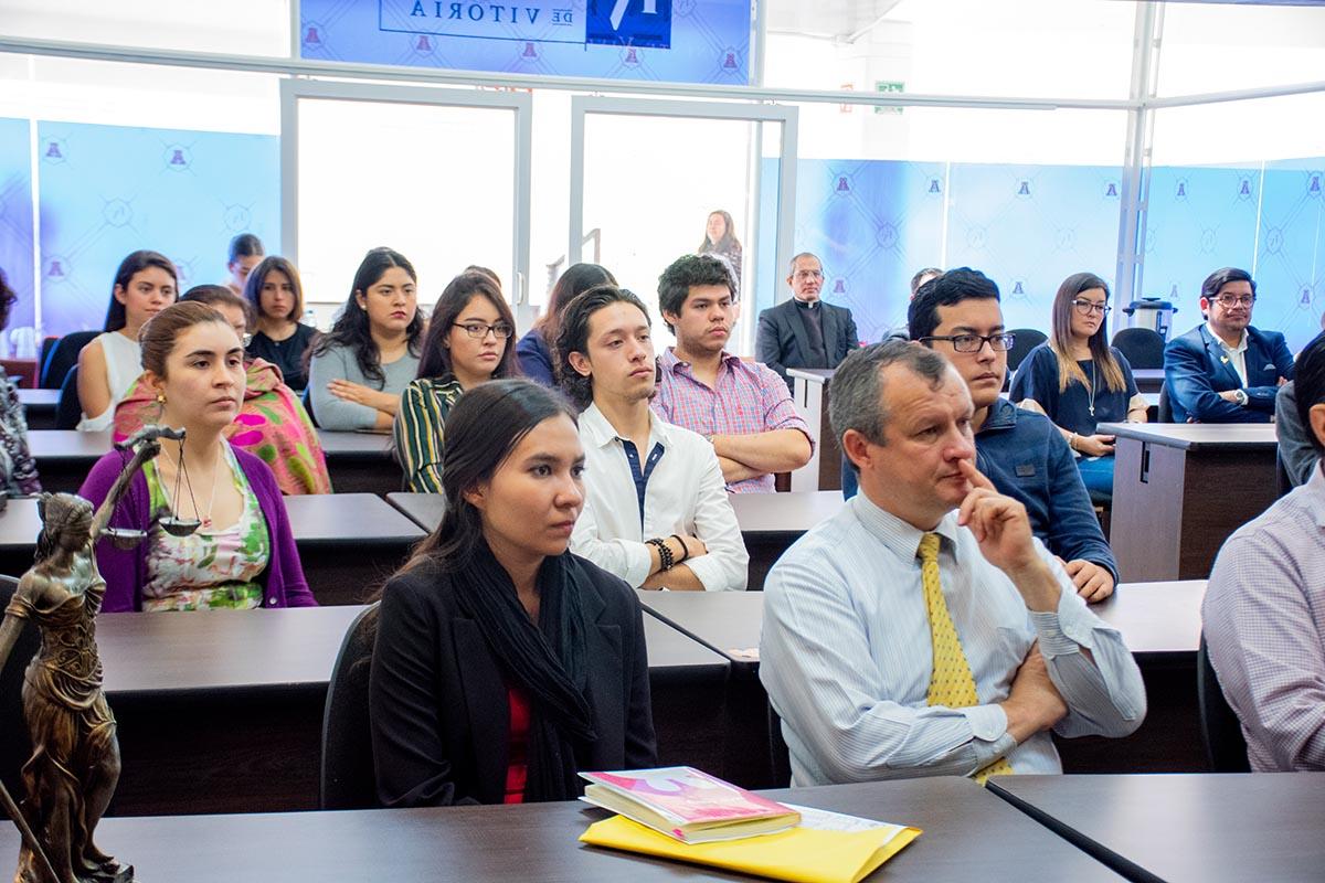 3 / 6 - Alumnos, profesores y directivos parte de la Comunidad Anáhuac.