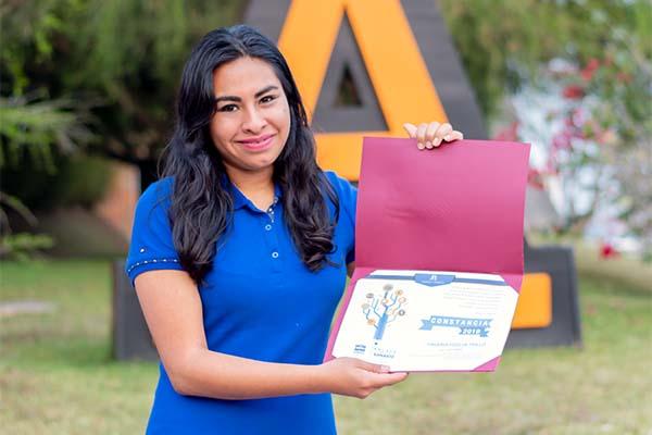 Alumna de Finanzas y Contaduría es nombrada Enlace Universitario Banxico