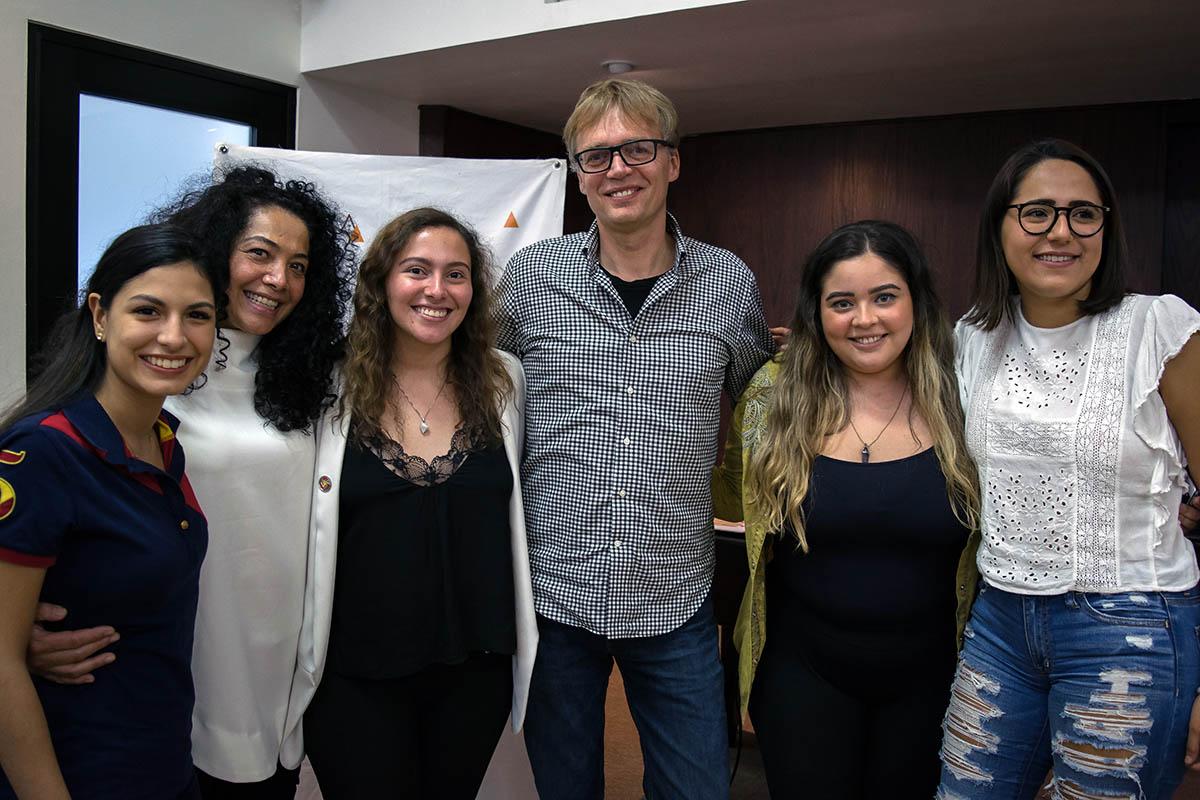 4 / 4 - Directiva de Grupo Vértice con los fundadores de Ubunto Mundo.