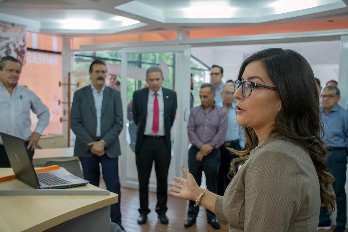 2 / 7 - Mtra. Monserrat Miranda Sánchez, directora de APREU y Comunicación Institucional.
