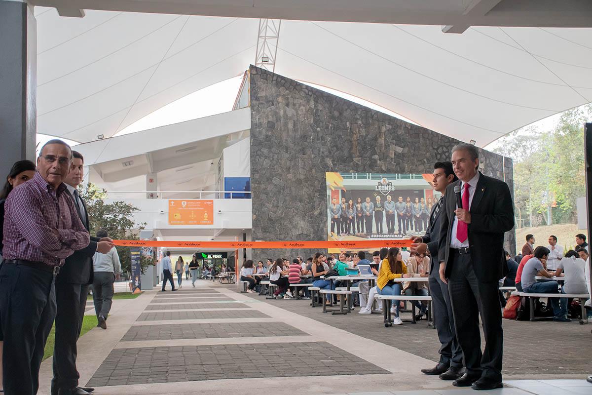 5 / 7 - Velaria en área de cafetería con extensión de alrededor de 500 m2.