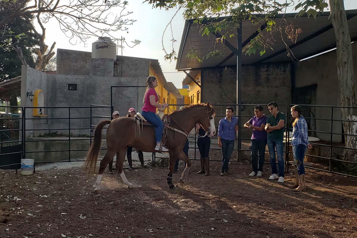3 / 6 - Grupo Vértice impulsa el Taller Nuestras Tradiciones: La Charrería