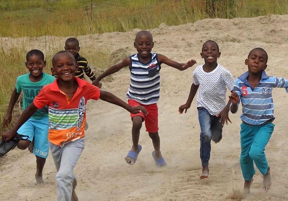 5 / 5 - Satisfacer las necesidades primarias de los niños: salud, nutrición y educación.