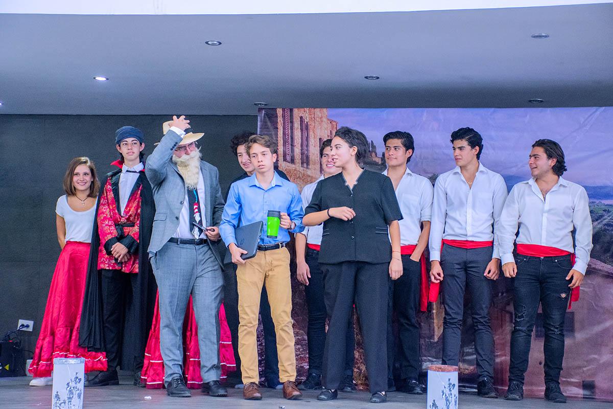 11 / 14 - Obra de Teatro: El Ingenioso Hidalgo Don Quijote de la Mancha